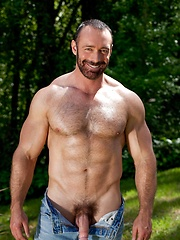 Smiley gay dad Brad Kalvo in softcore scene