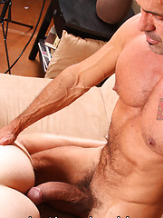 Fresh-faced Ian Jay takes on Lito Cruzs 10-inch cock