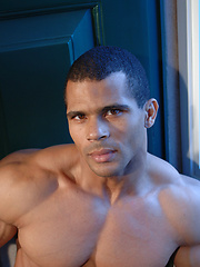 Muscle latin dude Guilherme Lingua from gym