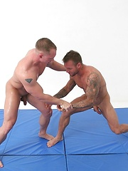 Wrestling dudes in sex fight