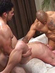 Muscle men threesome fucking and sucking