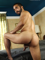 Hairy arabian daddy demonstrates his nude body