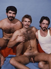 Three horny dads habe groupsex in retro pics
